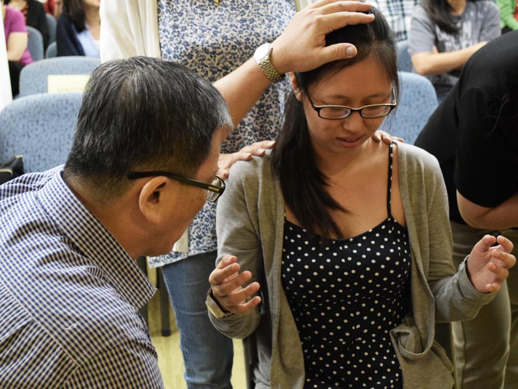 pastor-patrick-praying